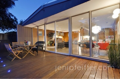 841 Menker Entertain on the Gorgeous Ipe Deck_Courtesy Jeni Pfeiffer
